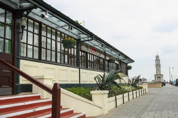 makcaris-hernebay-bandstand-21